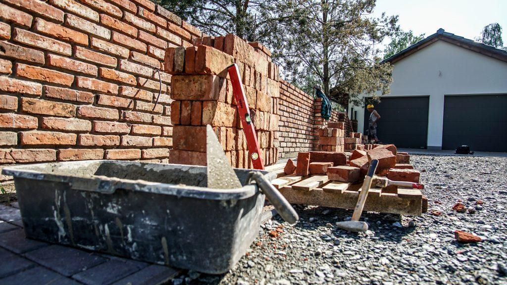 Bardzo dobra Ogrodzenie ze starej cegły rozbiórkowej - Elpidia Spółdzielnia VV47